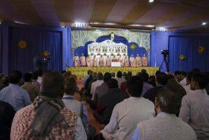Swami Shuddhananda gives Closing Satsanga.
