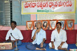 Devotee speaks about Guruji's How - to - Live principles, Pithapuram.