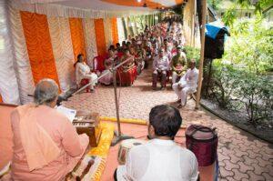 Swami Amarananda reads out Mrinalini Mataji's message, Dakshineswar.