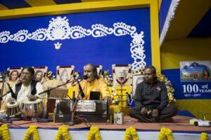Brahmachari Achyutananda leads the bhajan session.