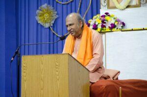 Swami Amarananda reviews the Om technique in English.