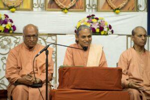 Opening satsanga by Swami Smaranananda.