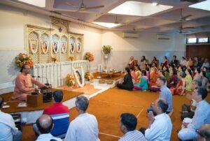 Swami Ishwarananda leads meditation, Delhi kendra.