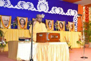 Brahmachari Swarupananda reviews meditation techniques in Bengali.