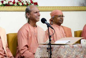 Swami Suddhananda delivers the closing satsanga in sangam-II.