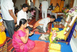 Devotees come forward for pushpanjali, Anantapur.