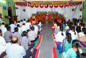 Brahmachari Prajnananda leads meditation, Bellary.