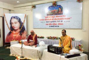 Swami Krishnananda and Brahmachari Alokananda during the public event, Bhopal.