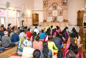Brahmachari Achyutananda delivers a talk, Chandigarh.