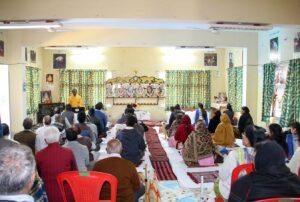 Brahmachari Sheelananda reviews meditation technique, Jabalpur.