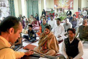 Brahmachari Alokananda leads chanting and meditation, Jabalpur.