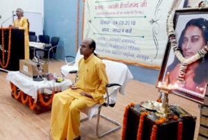 Brahmacharis Dhairyananda and Chinmayananda during conducted meditation, Raipur.