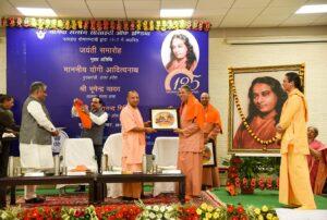 Adityanathji welcomes monks from YSS.