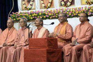 Swami Shraddhananda welcomes the devotees.