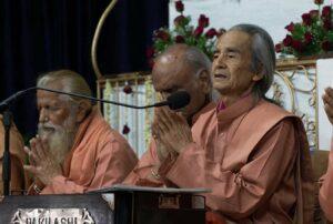 Swami Nirvanananda leads prayer during closing ceremony.