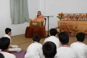 Swami Smaranananda gives an inspiring closing talk.