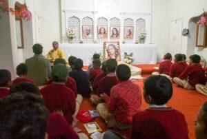 Brahmachari Nirliptananda conducts Ramayana Katha.