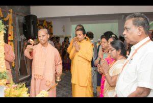 Swami Suddhananda does arati before the Prabhat Feri.