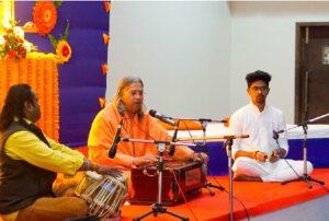 Swami Vasudevananda leads bhajan, Indore.