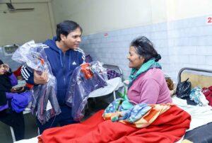 Blanket distribution in hospital ward, Lucknow.