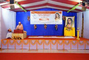 Swami Krishnananda gives a public talk on Kriya Yoga at Puri.