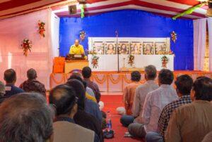Brahmachari Chinmayananda leads meditation, Puri.