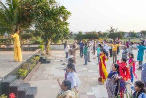 Brahmachari Alokananda leads Energization Exercises, Puri.