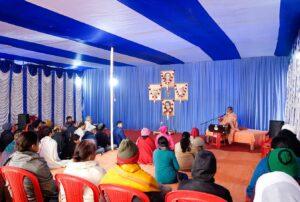 Swami Hiteshananda delivers the opening talk.