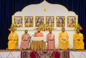 Swami Vasudevananda welcomes the devotees.