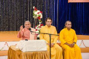 Swami Smaranananda delivers the closing address.