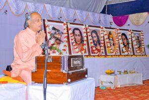 Swami Madhavananda leads prayer, Tenali.