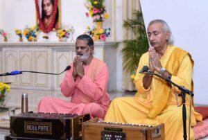 Swami Hiteshananda and Brahmachari Dhairyananda join in prayer, Lucknow.