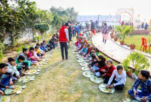 Feeding children, Agra.