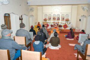 Swami Lalitananda gives a discourse.