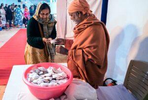 Swami Hiteshananda distributes prasad, Noida.