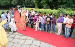 Devotees welcome Swamiji.