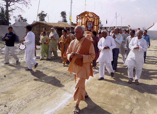 Krishnananda leading procession at Kumbha Mela.