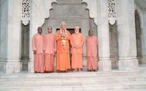 Swami Chidanandaji (centre) with Swami Vishwananda (second from right), Swami Kamalanandaji (second from left), SRF monks who accompanied him from U.S.  Also are Swami Madhvananda (right) and Swami Pavitrananda (left) at the Smriti Mandir.