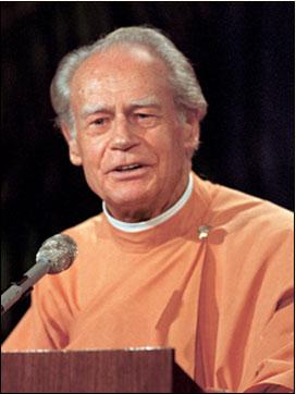 Brother Anandamoy giving a spiritual Talk on Yoga.
