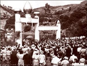 Paramahansa Yogananda and his disciples in Lake Shrine.