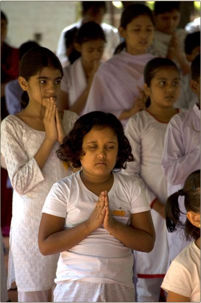 Children praying to God.