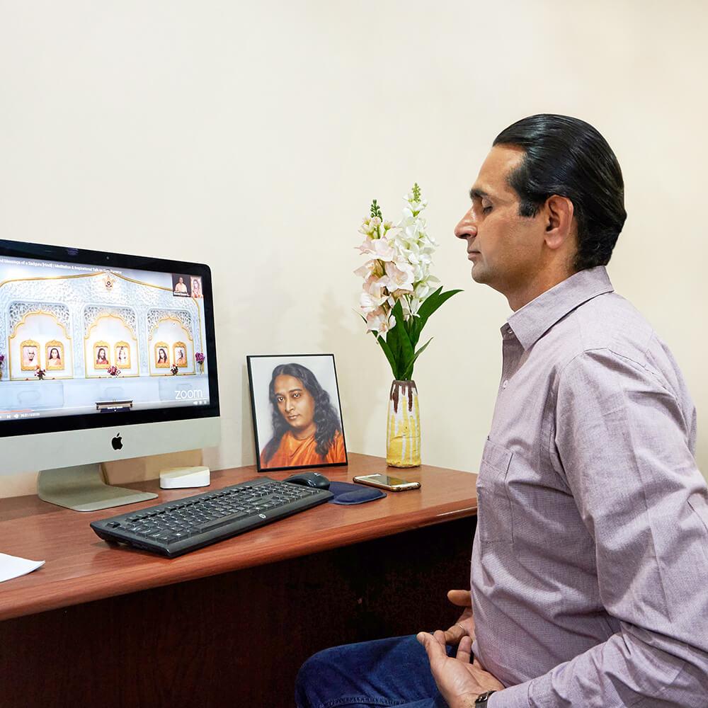 Devotee in Online meditation