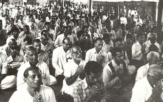 Devotees praying in Ranchi (1977)