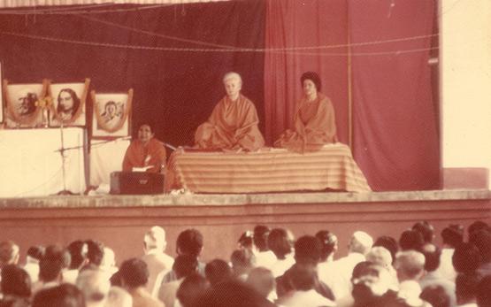 Mrinalini Mata and Uma Mata meditating.