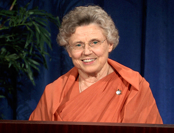 Bhakti Mai speaks on Opening Our Hearts to the Guru