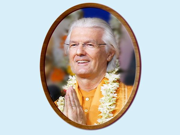 Swami_Chidananda-Living_In_The