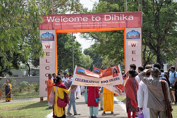Devotees in Dihika.
